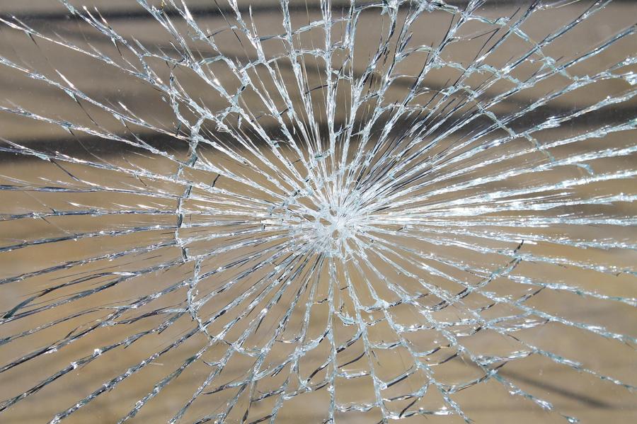 beschädigte Glasscheibe